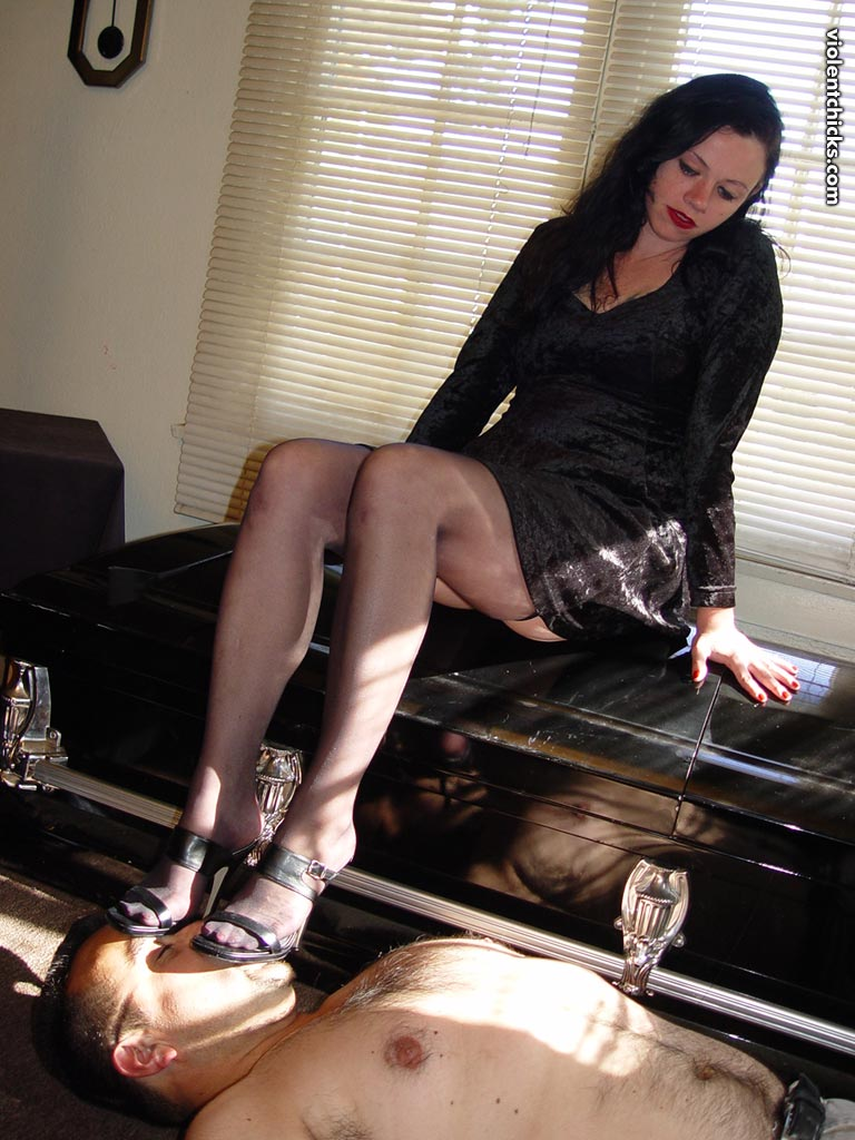 Mistress allows slave to lick her bare feet and soles