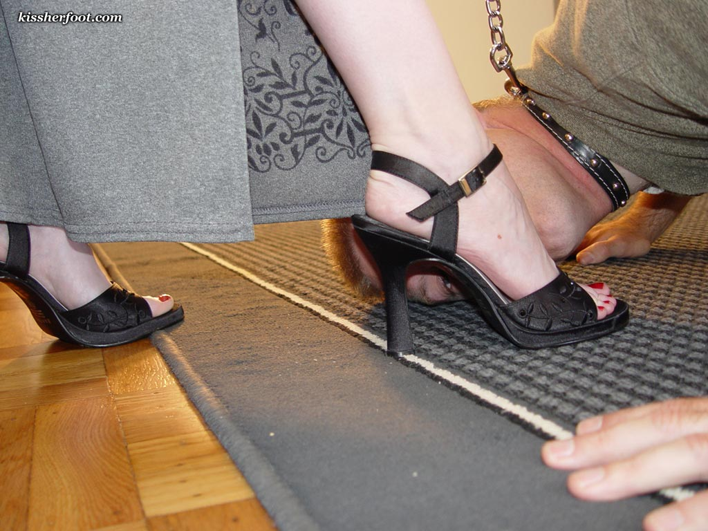 Visit the site for many more foot worship clips