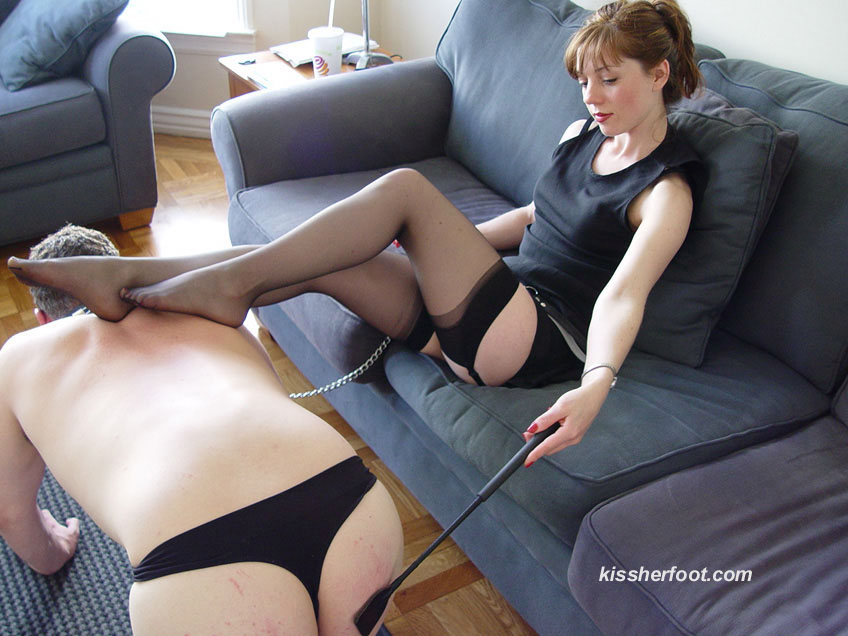 She is training her sub to worhip her feet properly